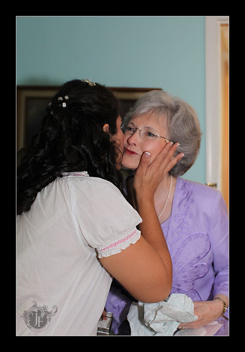 Mary showing her appreciation to Caroline. Joel's mother was so elegant and lovely. (Kristy Dickerson - Canon 5D Mk II)