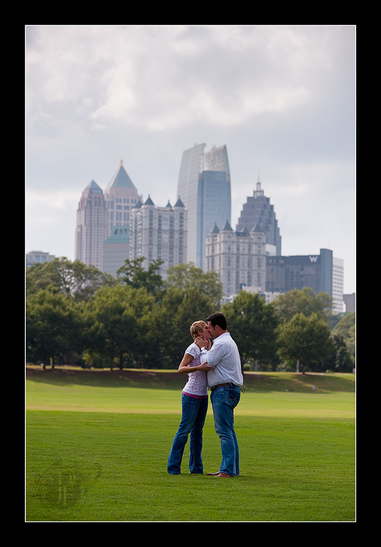 The skyline behind Jason and Heather is just awesome; you've got to love Piedmont Park. (Nikon D3 - Nikkor 105mm f/2 DC)